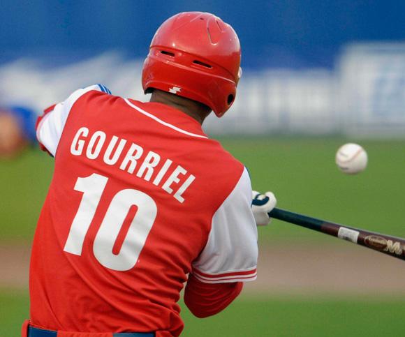 El jonrón de Yulieski Gourriel fue vital en el éxito 4-1 de Cuba sobre Nicaragua (Foto: Ricarlos López Hevia)