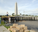 Preparativos en la Plaza de la Revolución para el concierto de Juanes. Foto: Roberto Suárez, especial para Cubadebate.