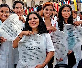 Médicos argentinos graduados en Cuba inauguran consultorio