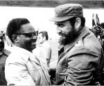 Fidel junto a Agostinho Neto