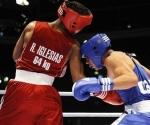 Roniel Iglesias, de Cuba, frente a  Frankie Gomez, de Estados Unidos en el Campeonato Mundial de Boxeo, de Milán, el 12 de septiembre de 2009. (Foto: AP)