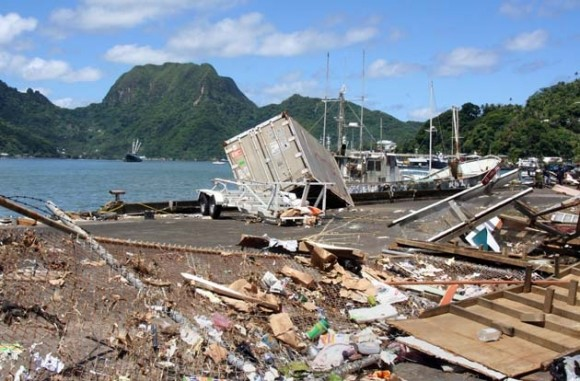 Fotografía tomadas el 29 de septiembr, donde se puede observar los efectos del sismo y el posterior tsunami que azotaron en la madrugada a Samoa y Samoa Estadounidense, matando cerca de 100 personas. (Foto AFP)