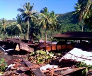Fotografía tomadas el 29 de septiembr, donde se puede observar los efectos del sismo y el posterior tsunami que azotaron en la madrugada a Samoa y Samoa Estadounidense, matando cerca de 100 personas. (Foto EFE)