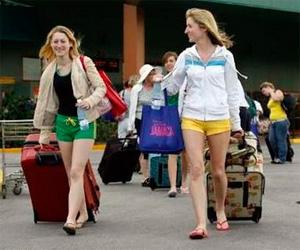 Turistas llegan a Cuba