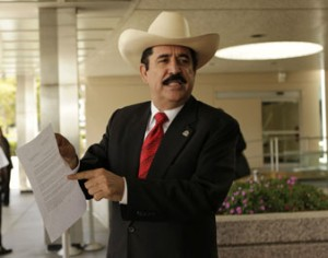 Zelaya denuncia plan para asesinarlo en embajada de Brasil y declarar suicidio