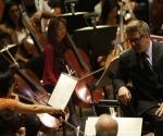 Alec Baldwin y Marin Alsop con la Orquesta Filarmónica de Nueva York