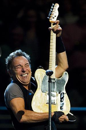 Ni Bruce Springsteen, uno de los más libertarios músicos estadounidenses, se salvó de figurar en la lista de la tortura del Ejército de los Estados Unidos. Foto: AP