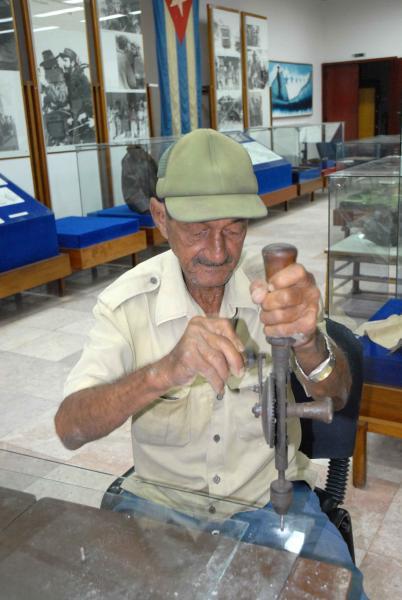 Próximo a cumplir su veinte aniversario, el Museo Nacional Camilo Cienfuegos recibe los beneficios de la reanimación de sus salones, en Yaguajay, Sancti Spíritus, Cuba, el 21 de octubre de 2009. AIN/ FOTO Oscar ALFONSO SOSA
