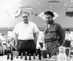 Junto al Maestro Internacional cubano Eleazar Jiménez observando una partida del Torneo Capablanca
