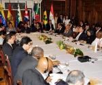 COCHABAMBA (BOLIVIA), 15/10/09.- Vista general hoy, 15 de octubre de 2009, de la reunión de cancilleres de los países de la Alianza Bolivariana para las Américas (ALBA) en Cochabamba (Bolivia), previo a la VII Cumbre Presidencial del organismo que se realizará mañana y el sábado para tratar la integración económica, política y social del bloque. EFE/Jorge Abrego