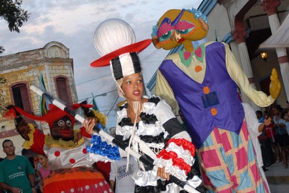 Desfile inaugural de la XVI Fiesta de la Cultura Iberoamericana