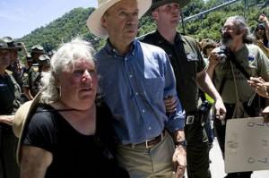 Hansen arrestedo por desobediencia