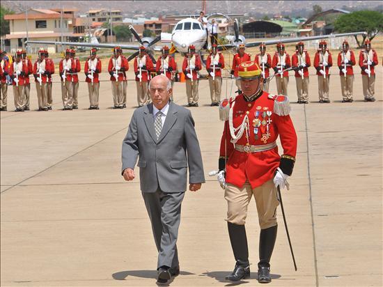 El Vicepresidente José Ramón Machado Ventura, a su llegada a Cochabamba (Foto: Europa Press)