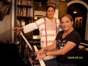 Jesusa Rodríguez (izquierda) y Liliana Felipe en su casa de Coyoacán.