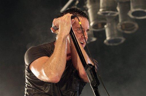 Foto: Foto del 14 de junio del 2009 muestra al vocalista Trent Reznor, del conjunto de rock Nine Inch Nails, en el festival Artístico y Musical de Bonnaroo, en Manchester, Tenesí. El músico y otros se han sumado a la Campaña Nacional para Cerrar Guántamano, iniciada el martes 30 de octubre del 2009. (Foto AP/Dave Martin, archivo)