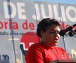 """Olga Lidia Tapia, primera secretaria del Partido Comunista de Cuba (PCC) en Pinar del Río, tuvo a su cargo las palabras centrales del acto por el 56 aniversario del Asalto a los Cuarteles Moncada y Carlos Manuel de Céspedes, en la fabrica """"La Conchita"""", de esta ciudad, el 23 de Julio de 2009. AIN FOTO/Abel PADRON PADILLA."""