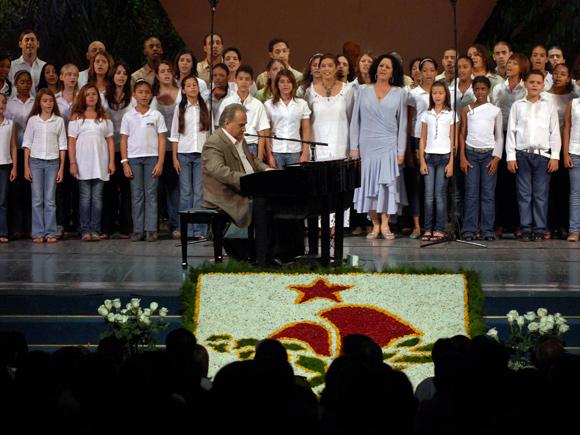 Interpretación del Maestro Juan Fernández, junto a los demás interpretes