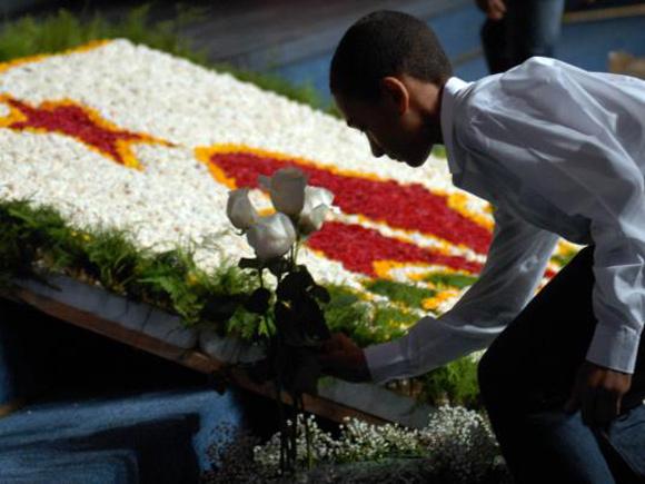 Niños del Coro Nacional Infantil, depositan flores en acto simbólico de homenaje al Comandante de la Revolución Juan Almeida