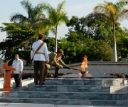 Raúl Castro rinde honores a Camilo Cienfuegos