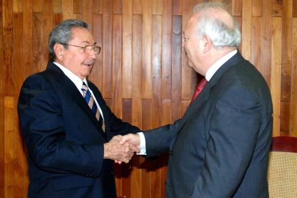 Encuentro de Raúl Castro con canciller de España