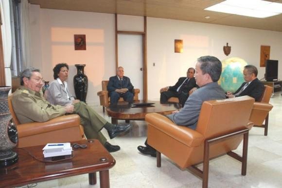 Raúl se reúne con Nguyen Hon Quan, ministro de la Construcción de Vietnam. (Foto: Juventud Rebelde)