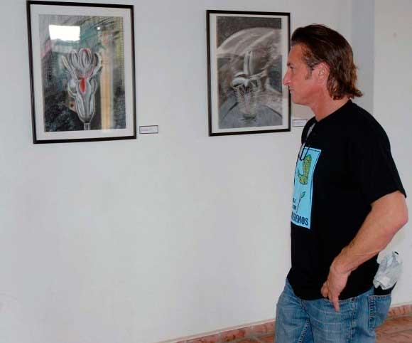 En la galería de arte Martha Machado. Foto: Evelio Medina Rodríguez / Periódico Victoria