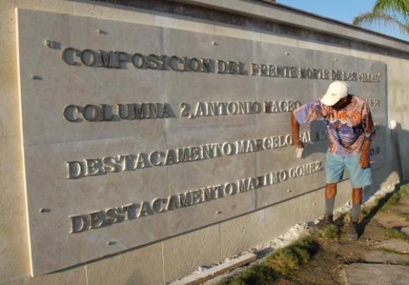 Elemento del Mausoleo Frente Norte de Las Villas que se construye en Yaguajay, Sancti Spíritus, Cuba, el 20 de octubre de 2009. AIN/ FOTO Oscar ALFONSO SOSA