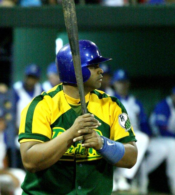 Yosvani Peraza conquista el derby de jonrones del béisbol cubano