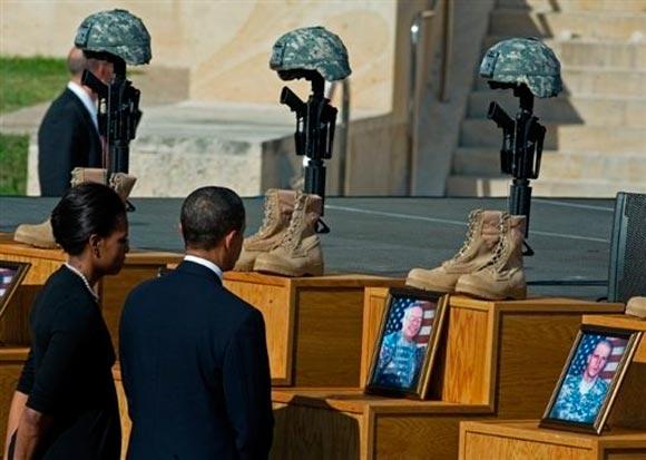 El presidente de EEUU Barack Obama y su esposa Michelle, asisten al homenaje de las víctimas de Fort Hood (Foto AFP)