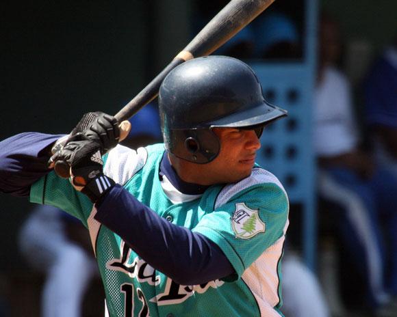 Michel Enríquez comparte con Linares el mayor average histórico en el béisbol cubano. Foto: Alex Castro