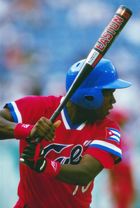 Omar Linares ganó cinco coronas de bateo en series nacionales y una en la selectiva de 1992. Foto: IBAF