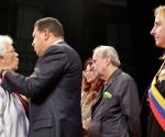 Condecoraciones a los Familiares de los 5 Héroes Cubanos Presos en los EEUU Teatro Municipal
