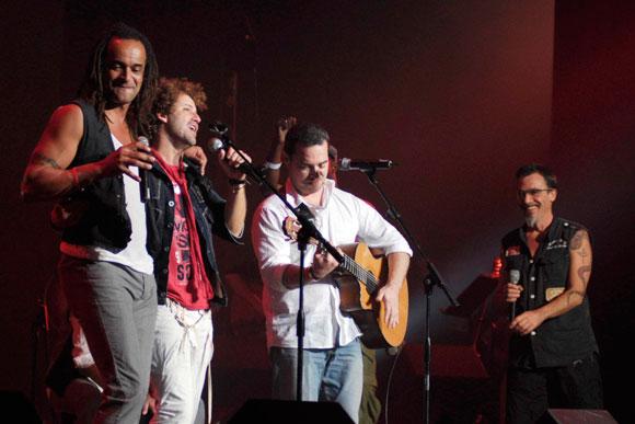 """Concierto """"Escuelas Contra Huracanes 2"""" que tuvo lugar en el teatro Karl Marx de La Habana, Cuba, el 20 de noviembre de 2009."""