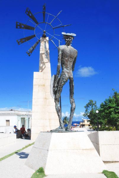 Monumento Escultórico El Quijote, en el Paseo de la Avenida Libertad, en el municipio Puerto Padre, en la oriental provincia Las Tunas, Cuba, el 23 de noviembre de 2009. Obra de los escultores Elevis Báez y Pedro Escobar Mora. (Foto: Yasiel Peña de la Peña, AIN)