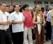 """De izquierda a derecha Rolando Díaz González, presidente del Gobierno en Cienfuegos, José Ramón Monteagudo Ruiz, primer secretario del Partido en la provincia, y Augusto Enrique, quien preside el XVII Festival Internacional de Música Popular """"Benny Moré"""", entre otros, durante la apertura en el municipio de Lajas."""