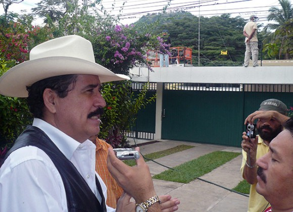Manuel Zelaya en la Embajada de Brasil en Tegucigalpa (Foto: AFP)