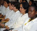 """Especialistas que conforman la brigada médica cubana """"Moto Méndez"""", que partirá próximamente a la República de Bolivia, es abanderada en acto celebrado en La Habana, Cuba, el 31 de Octubre de 2009. AIN FOTO/Omara GARCIA MEDEROS"""