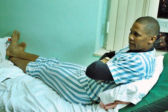 Norge Luis Vera en el Hospital Hermanos Amaijeiras