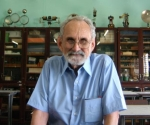"""El doctor Robert F. Curl, Premio Nobel de Química en 1996, durante su visita al Instituto Preuniversitario Vocacional de Ciencias Exactas (IPVCE) """"Vladimir I. Lenin"""", ubicado en la periferia de La Habana, Cuba, el 26 de noviembre de 2009. AIN FOTO/Sergio Abel REYES"""