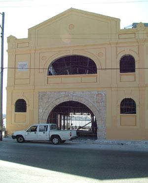 Fachada de Almacenes San José en el Puerto de La Habana.