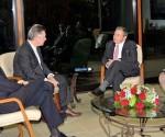 EL General de Ejército Raúl Castro Ruz, Presidente de los Consejos de Estado y de Ministros, recibió la tarde de este miércoles al excelentísimo señor Karel De Gucht, Comisario Europeo para el Desarrollo y la Ayuda Humanitaria, quien realiza una visita oficial a Cuba.