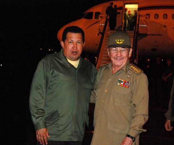 2012. Conclusión de visita a Cuba de Chávez, sostuvo encuentros con Fidel y Raúl