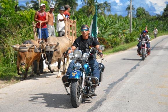 Motociclistas recorren trayecto inaugural de la Ruta del Son en Homenaje a Compay Segundo