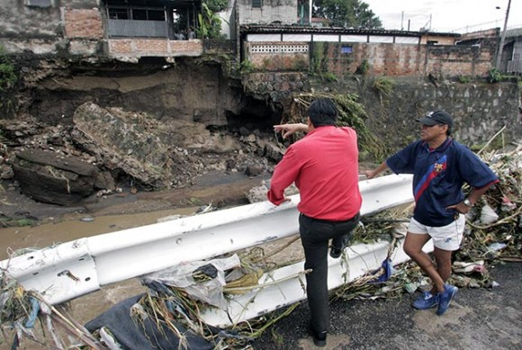 El Salvador decreta emergencia nacional por Huracán Ida (Fotos AFP)