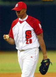 El santiaguero Norge Luis Vera, quien actualmente se  recupera de una intervención quirúrjica, es otro de los lanzadores  cubanos que no malgasta lanzamientos. Foto: Calixto N. Llanes