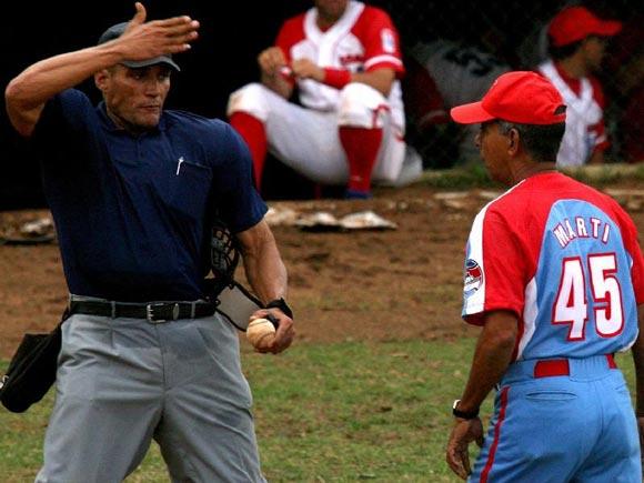 Carlos Martí ha dirigido más que nadie en series nacionales: 40 veces. Foto: Alex Castro