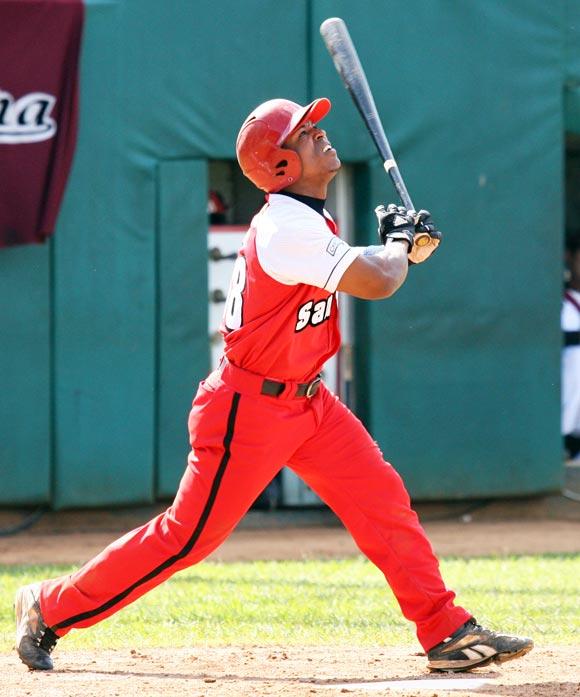 Alexei Bell es el único pelotero con más de 25 jonrones y 25 bases robadas en una misma temporada. Foto: Alex Castro