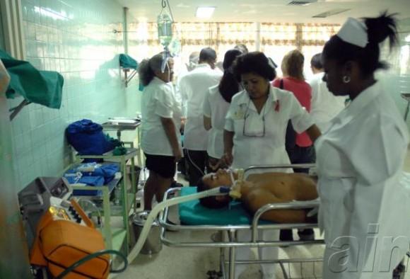 Personal médico, durante un simulacro de atención a heridos en tiempo de guerra, como parte del ejercicio estratégico Bastión 2009, en un hospital de Ciudad de la Habana, el 28 de noviembre de 2009. AIN FOTO/Marcelino VAZQUEZ HERNANDEZ/