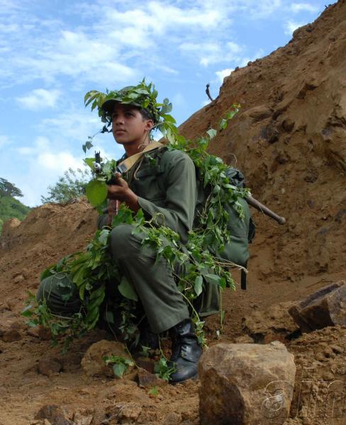 Soldado que participa en el Día Nacional de la Defensa en el II Frente, provincia de Santiago de Cuba, el 29 de Noviembre de 2009. AIN FOTO/ Miguel RUBIERA JUSTIZ