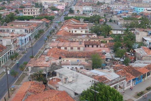 Vista aérea de la ciudad de Pinar del Río con sus predominantes techos rojos. 02 de noviembre de 2009. AIN FOTOS/Abel PADRON PADILLA